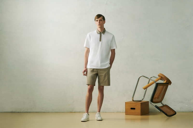 Joep van de Sande sports a polo shirt with KANDO Easy shorts from the UNIQLO x Theory capsule collection.