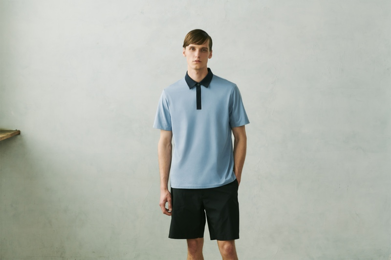 Model Joep van de Sande dons an AIRism jersey slim-fit polo shirt from the UNIQLO x Theory capsule collection.