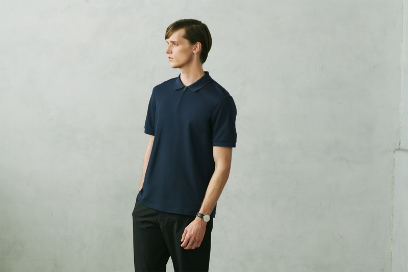 Taking to the studio, Joep van de Sande models an AIRism pique slim-fit polo shirt from the UNIQLO x Theory capsule collection.