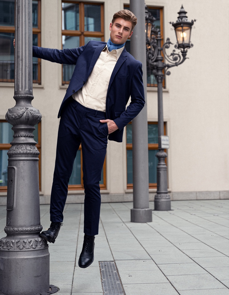 Linus wears suit Selected Homme, shirt Brachmann, and boots Gucci.
