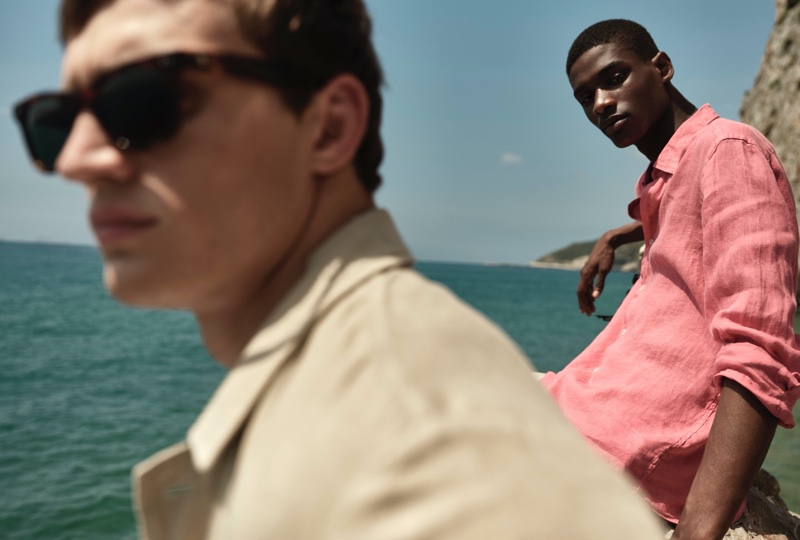 Rachide Embaló stands out in a summery linen shirt from Massimo Dutti.