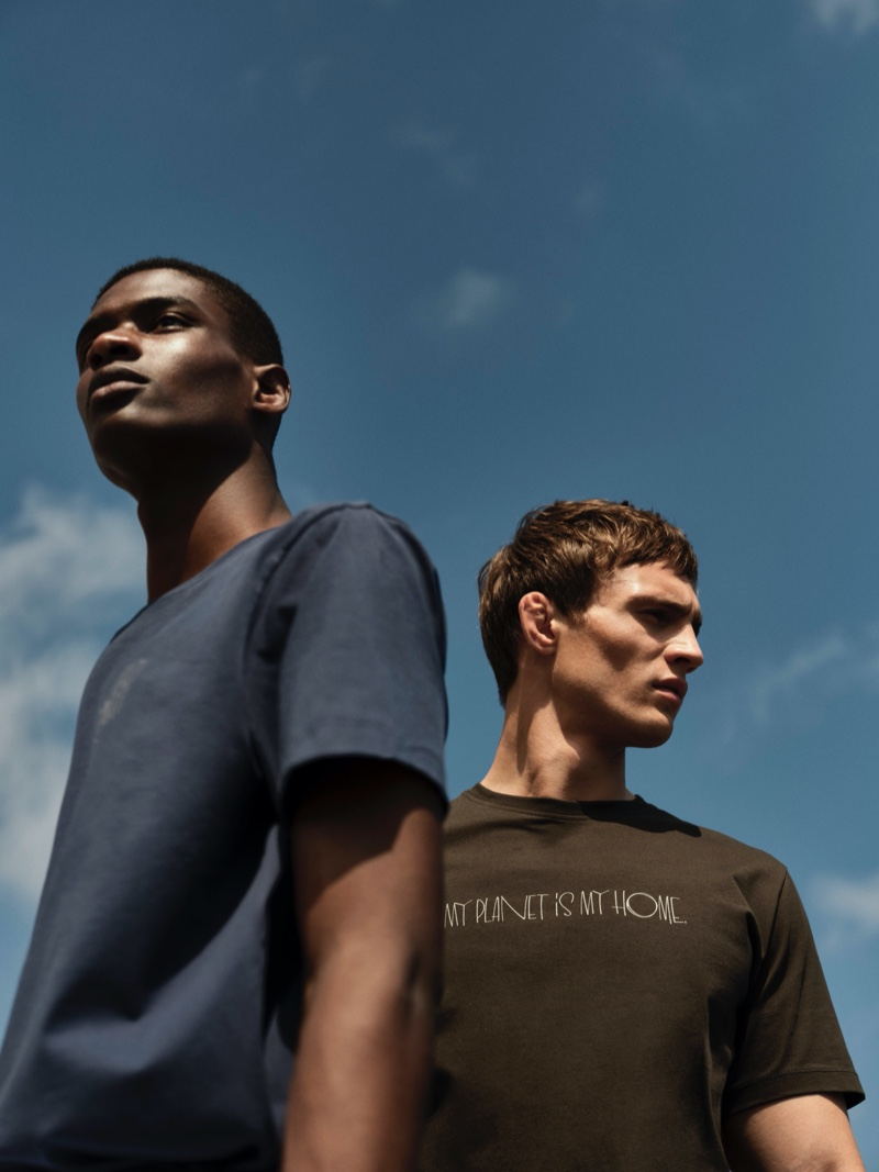 Models Rachide Embalo and Julian Schneyder go casual in Massimo Dutti t-shirts.