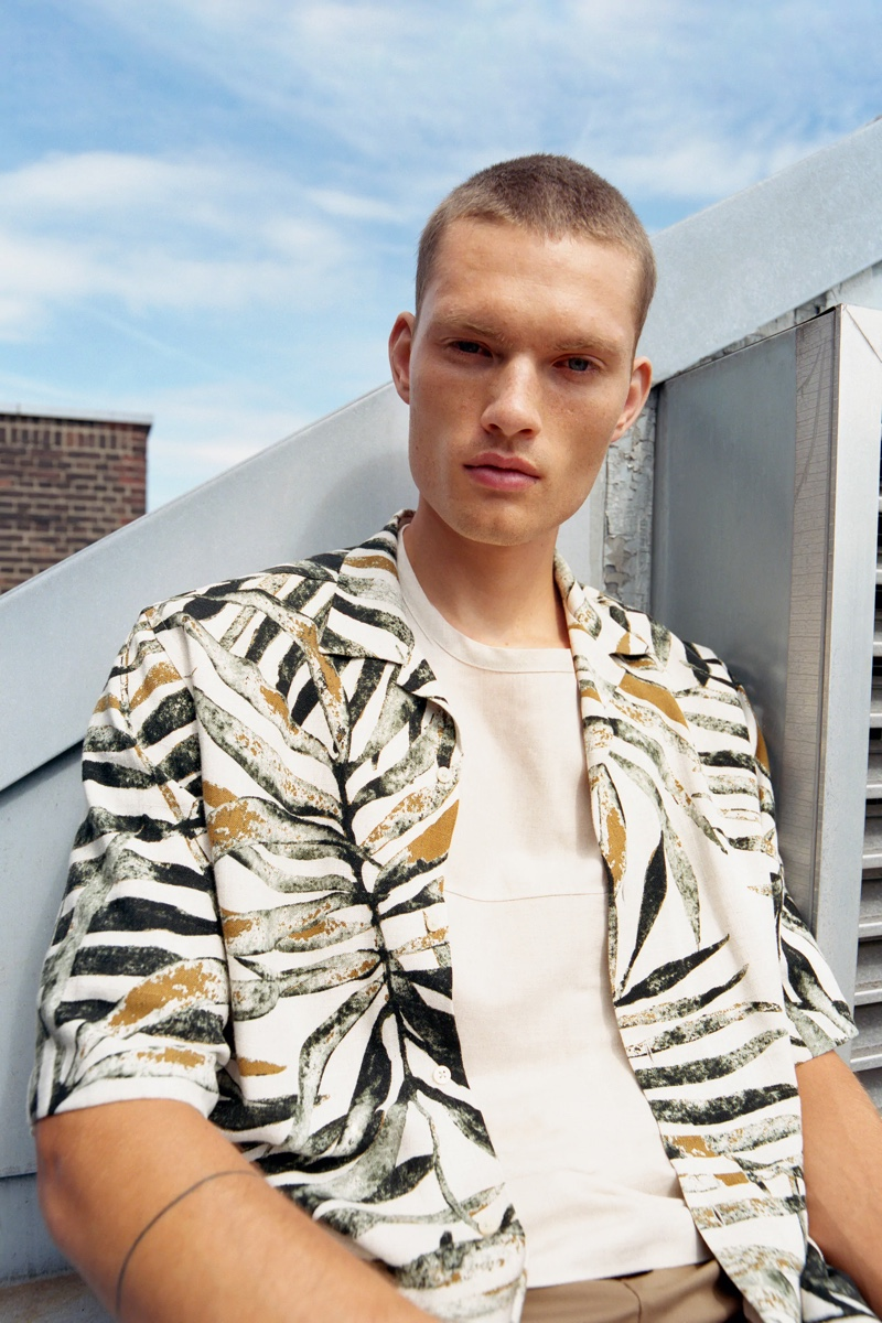 Channeling a tropical vibe, William Los sports a short-sleeve shirt from Zara.