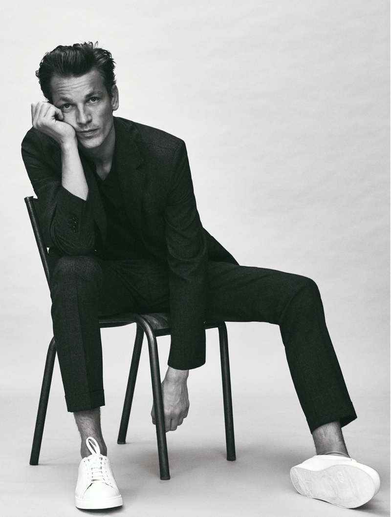 Hugo Sauzay dons Massimo Dutti's washable 100% super 120's wool slim fit houndstooth suit.