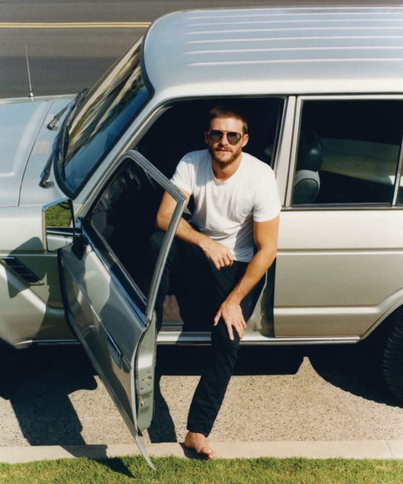 Staying casual in his own clothes, Scott Eastwood appears in a feature for Esquire México.