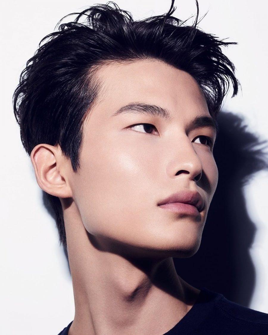 Shixin Huang sports a natural makeup look from Boy De Chanel.