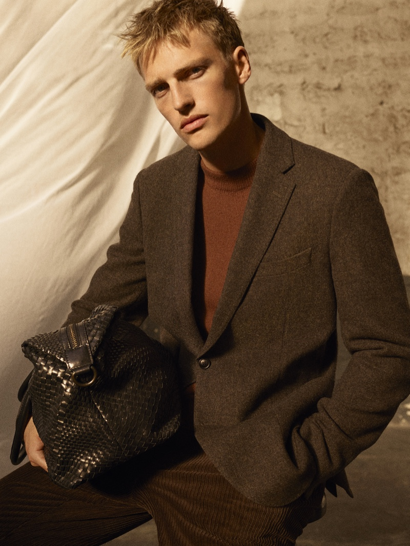 Victor Nylander sports fall tailoring from Massimo Dutti's fall-winter 2020 Limited Edition men's collection. He also takes hold of a fantastic textured leather bag.