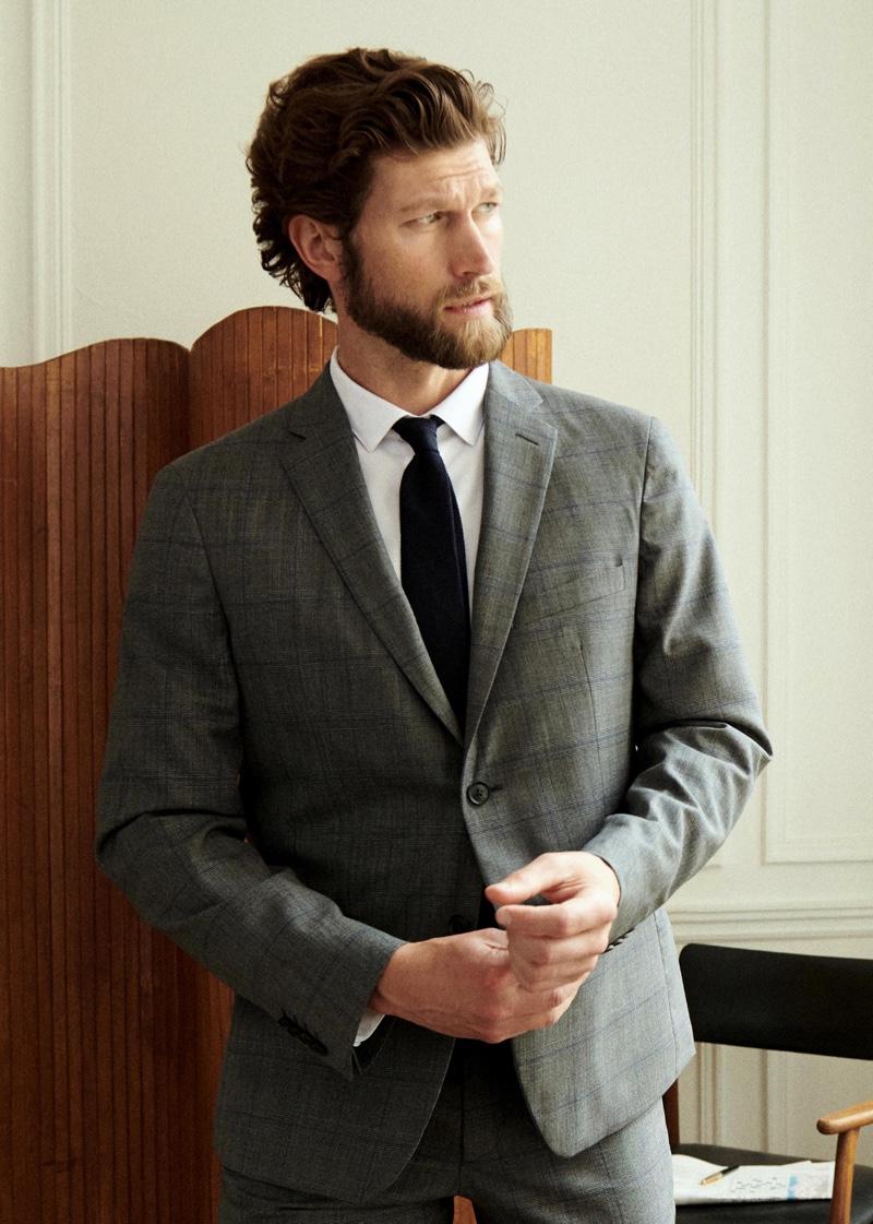 A smart vision, Jan models Octobre's West suit.