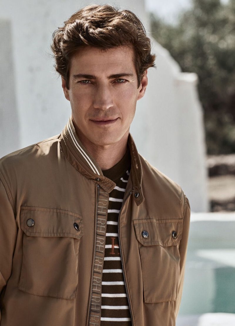 Going casual, Oriol Elcacho wears a four-pocket jacket with a striped pullover from Pedro del Hierro.