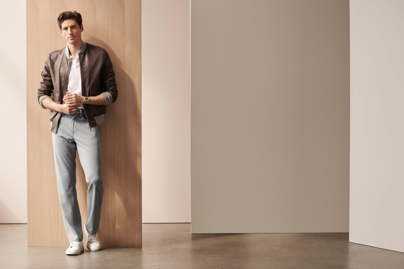 A smart vision, Ryan Kennedy models 34 Heritage's Charisma winter cashmere pants in grey.