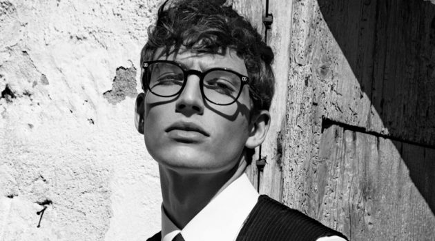 Donning smart glasses, Amerigo Valenti fronts Dolce & Gabbana's fall-winter 2020 eyewear campaign.