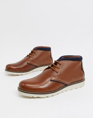 Original Penguin chukka boots with contrast collar in tan leather