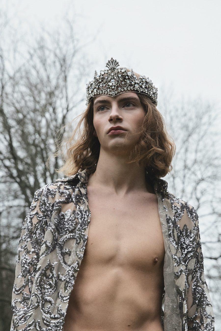 Leonard wears crown Caroline Svedbom and shirt LAZOSCHMIDL.