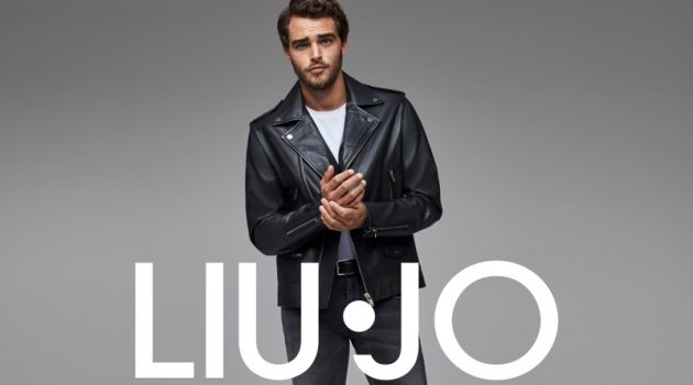 Rocking a leather biker jacket and skinny jeans, Pepe Barroso fronts Liu Jo Uomo's fall-winter 2020 campaign.