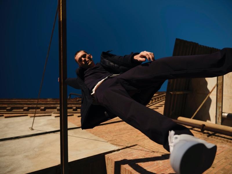 William Los rocks a sporty ensemble from Massimo Dutti.
