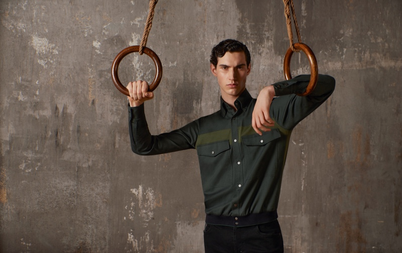 Posing with steady rings, Marco Bozzato fronts ZILLI Sport's fall-winter 2020 campaign.