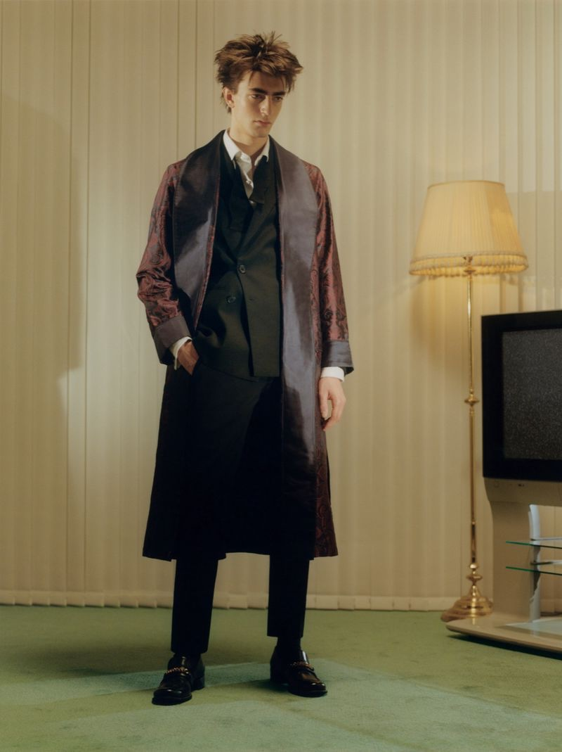 Gena Suits Up in Executive Style for Clash