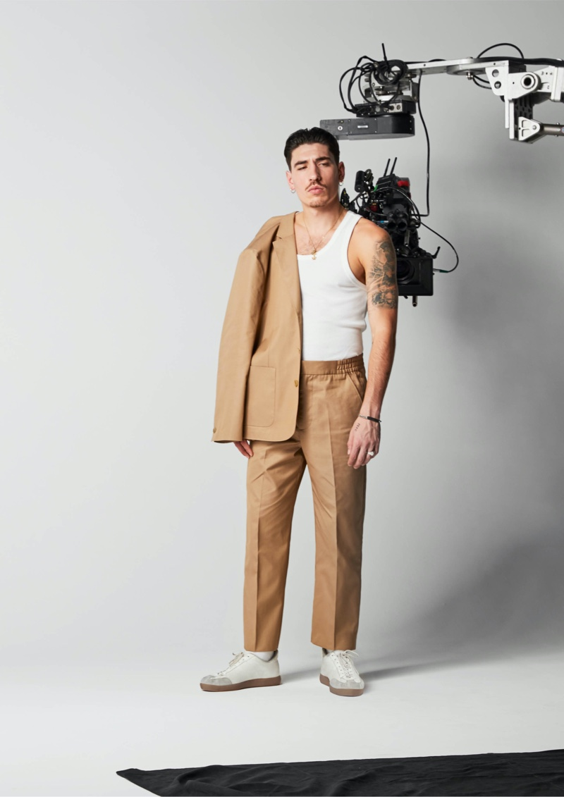 Sporting a leisure look, H&M reveals a behind the scenes image of Héctor Bellerín for his Edition collection.
