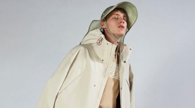 Braien Vaiksaar sports an ivory coat with Bermuda trousers from 2 Moncler 1952.