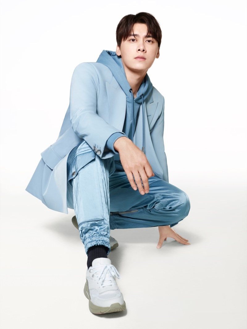 Captured in a monochromatic ice blue look, Li Yifeng appears in BOSS's spring-summer 2021 men's campaign.