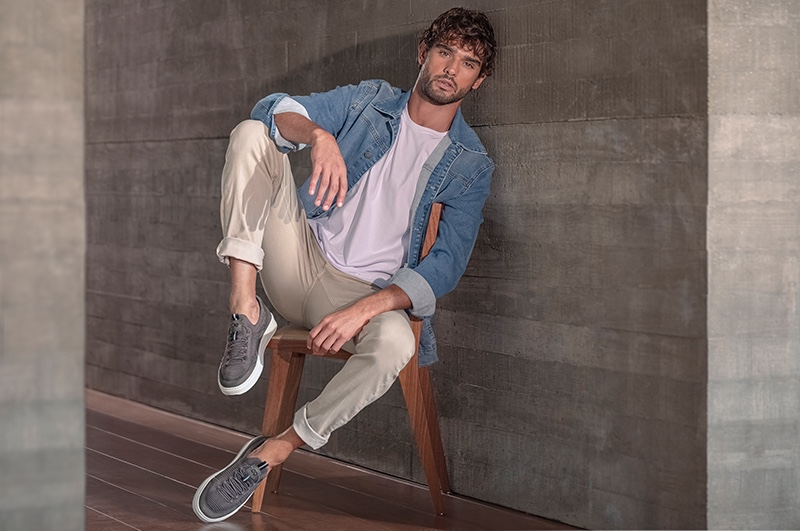 Going casual, Marlon Teixeira sports a denim jacket, tee, pants, and sneakers for Democrata's winter 2021 campaign.