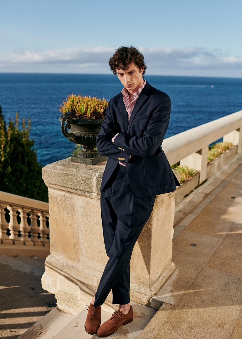 Offering the season a more tailored edge, Andrea Quaranta wears an Octobre suit.