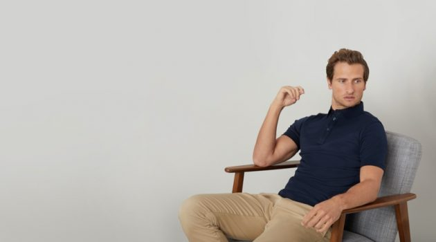 Relaxing, Tom Warren is a smart vision in Niccolò P. London's polo shirt.