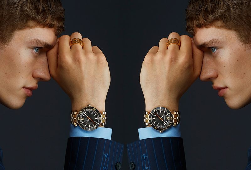 Reuniting with Versace for spring-summer 2021, model Valentin Humbroich appears in the fashion house's watches campaign.