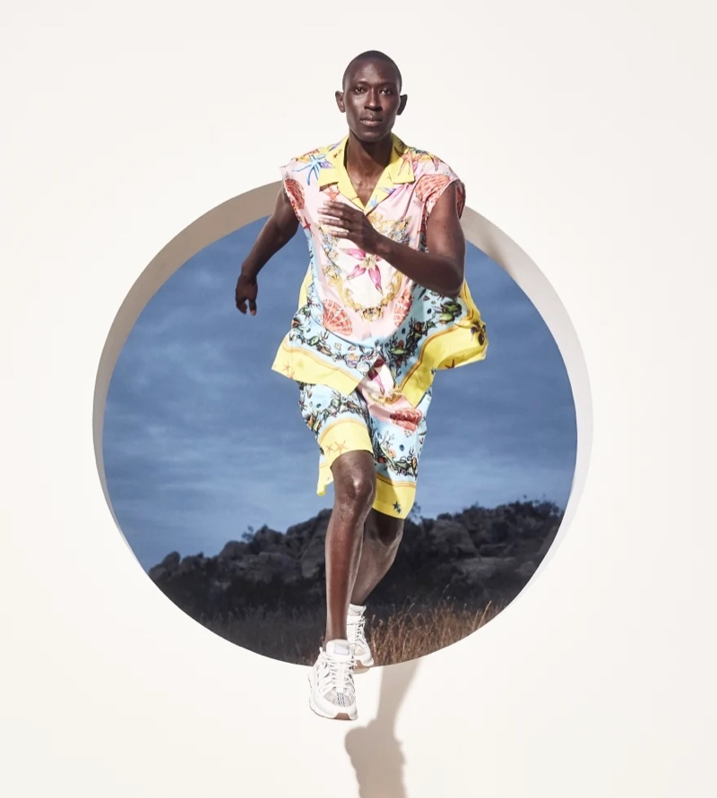 """Revisit Gianni Versace's 1992 """"Trésor de la Mer"""" collection with this relaxed printed Versace look worn by Armando Cabral."""
