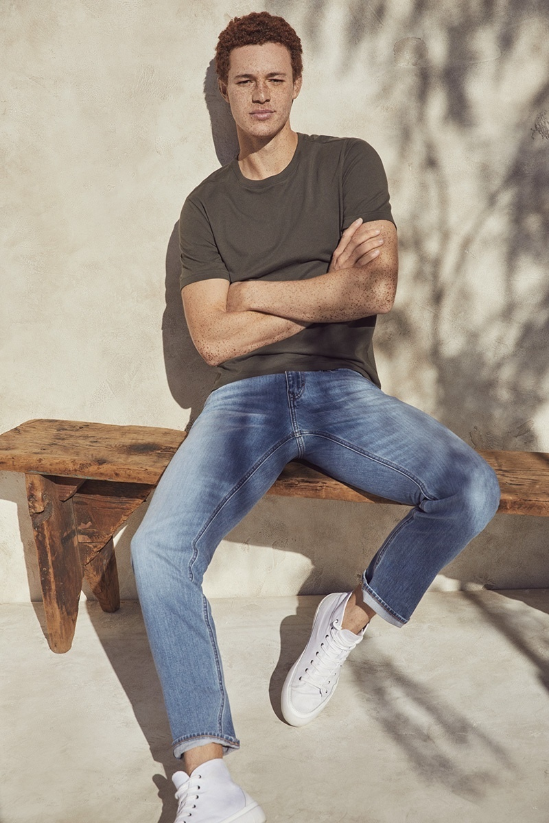 Casual Banana Republic style takes the spotlight as Dustin Shirley wears a basic t-shirt with jeans and white high top sneakers.