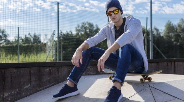 Guy Skater Sneakers Hoodie Casual Jeans Look