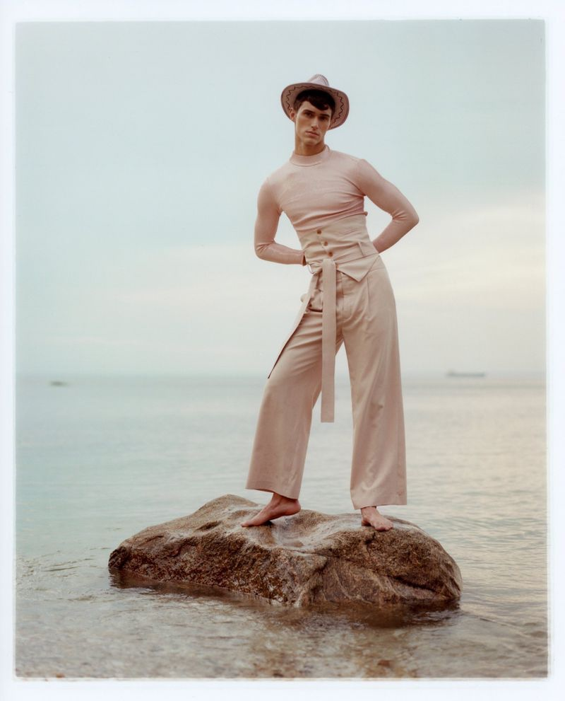 Jacob Dooley Embraces the Soft Sentiments of Summer with Vogue.it Story