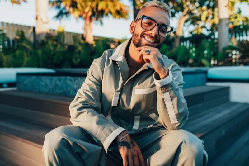All smiles, Maluma charms in a pair of Quay's Wired RX glasses.