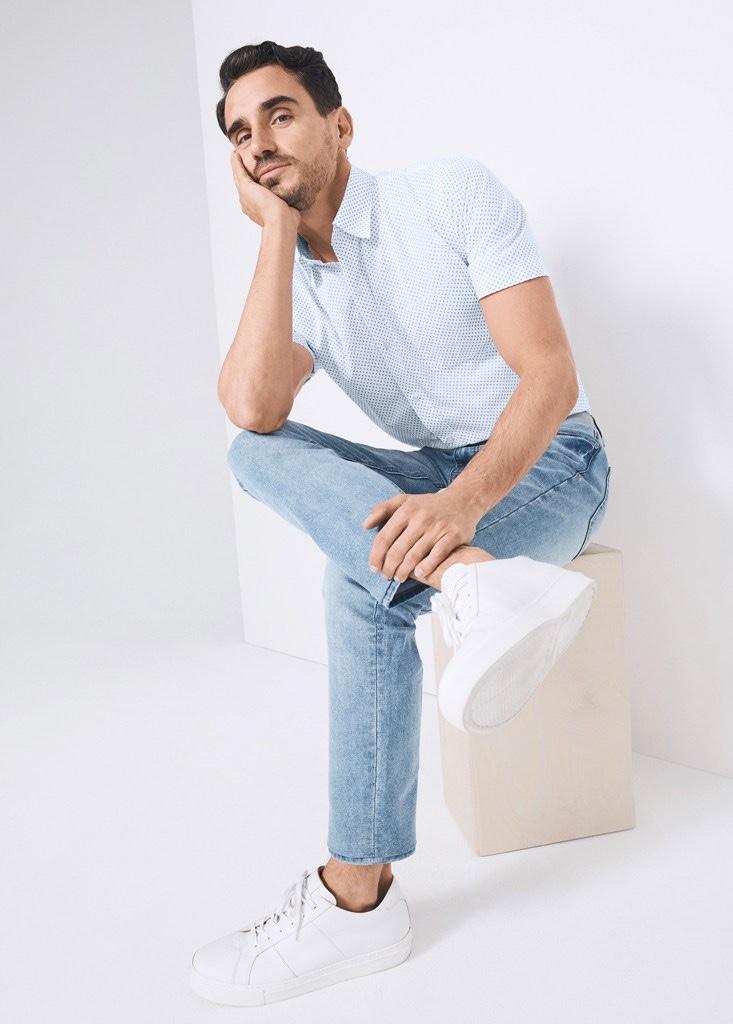 Top model Arthur Kulkov sports a printed short-sleeve shirt with denim jeans from Van Heusen.