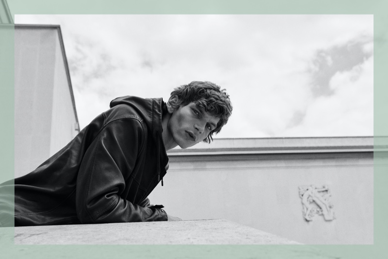 Le Pavillon: Erik Van Gils Dons Chic Massimo Dutti Style