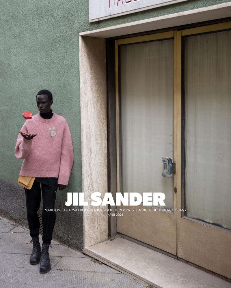 Exploring the streets of Buonconvento, Malick Bodian fronts Jil Sander's fall-winter 2021 men's campaign.