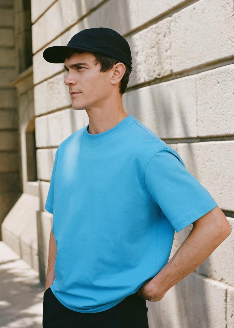 Reuniting with Mango Man, Vincent Lacrocq dons a short-sleeve sweatshirt with a cap.