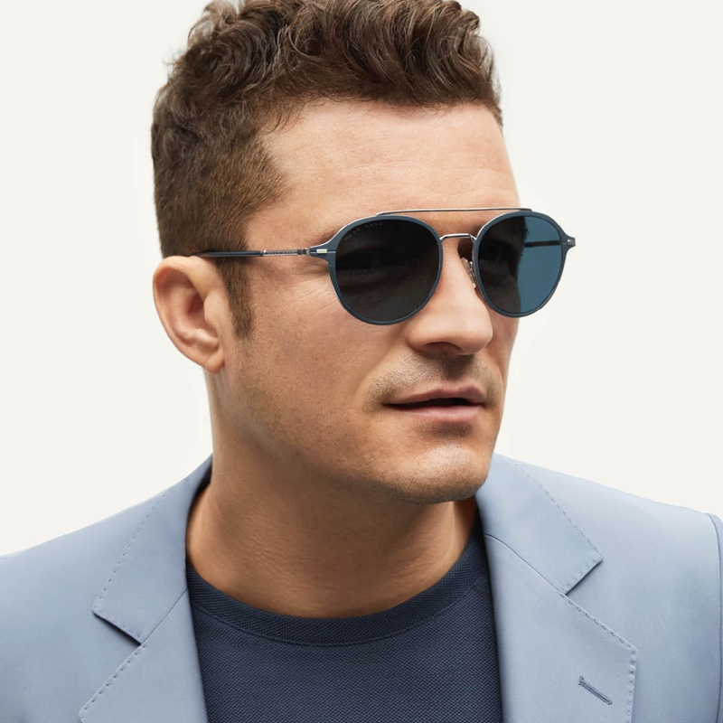 Making a blue statement, Orlando Bloom dons BOSS' blue acetate sunglasses with silver-effect double bridge.