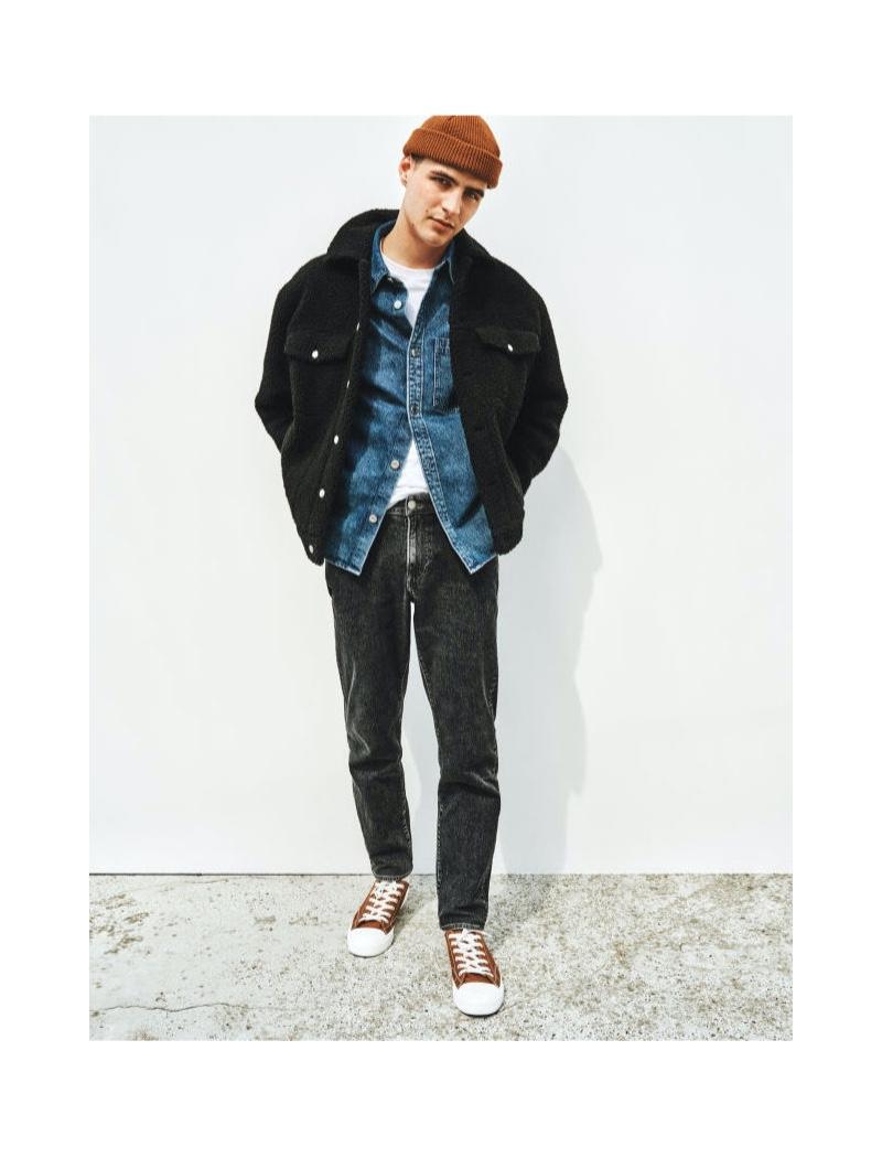 August Testad doubles down on denim as he wears H&M's regular-fit denim jeans.