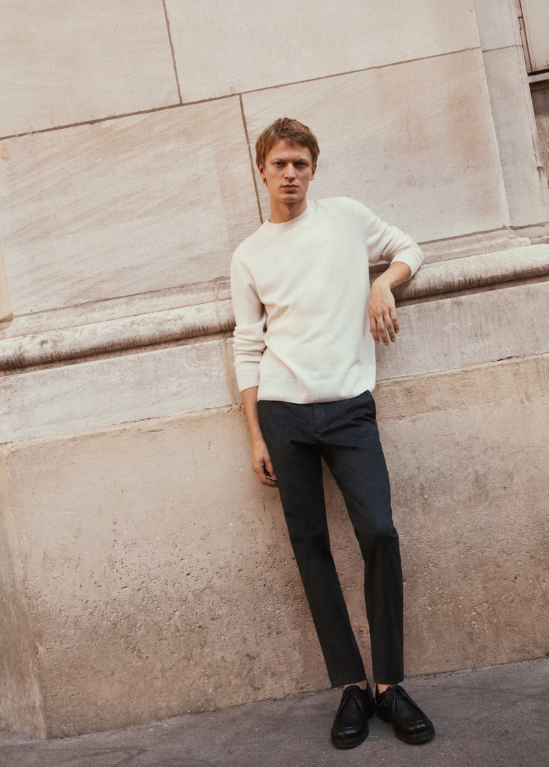 Front and center, Jonas Glöer makes a case for relaxed but elegant style from Massimo Dutti.