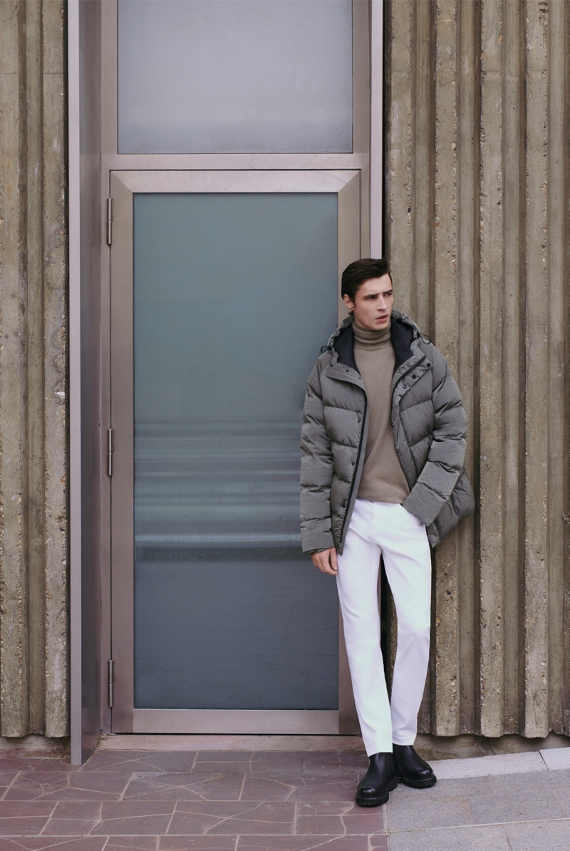Standing out in a casual but chic fall look, Adrien Sahores wears Massimo Dutti.