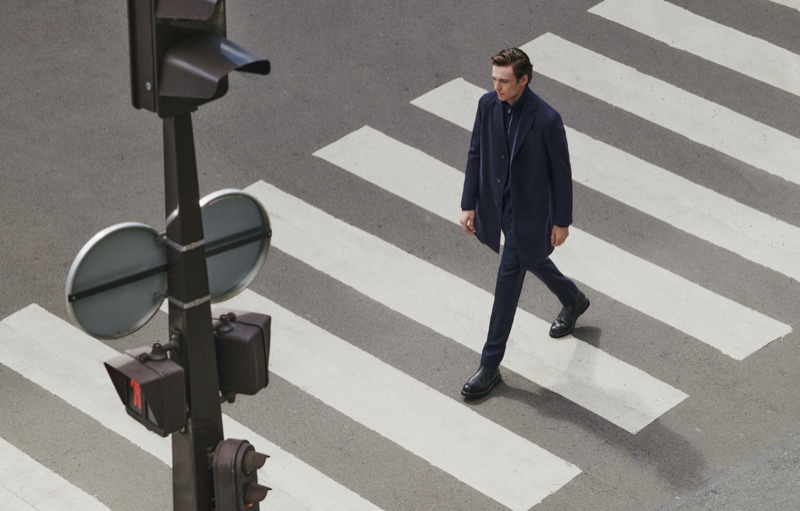 Crossing an intersection, Jakob Zimny models a tailored look from Massimo Dutti's fall 2021 men's collection.