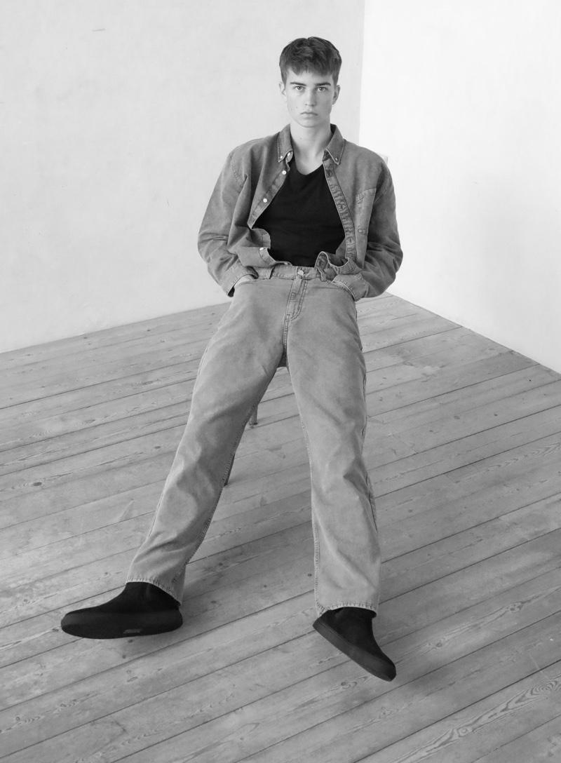 Ben wears sunglasses Saint Laurent, shirt Acne Studios, Chelsea boots Cinque, jeans and denim shirt Weekday.