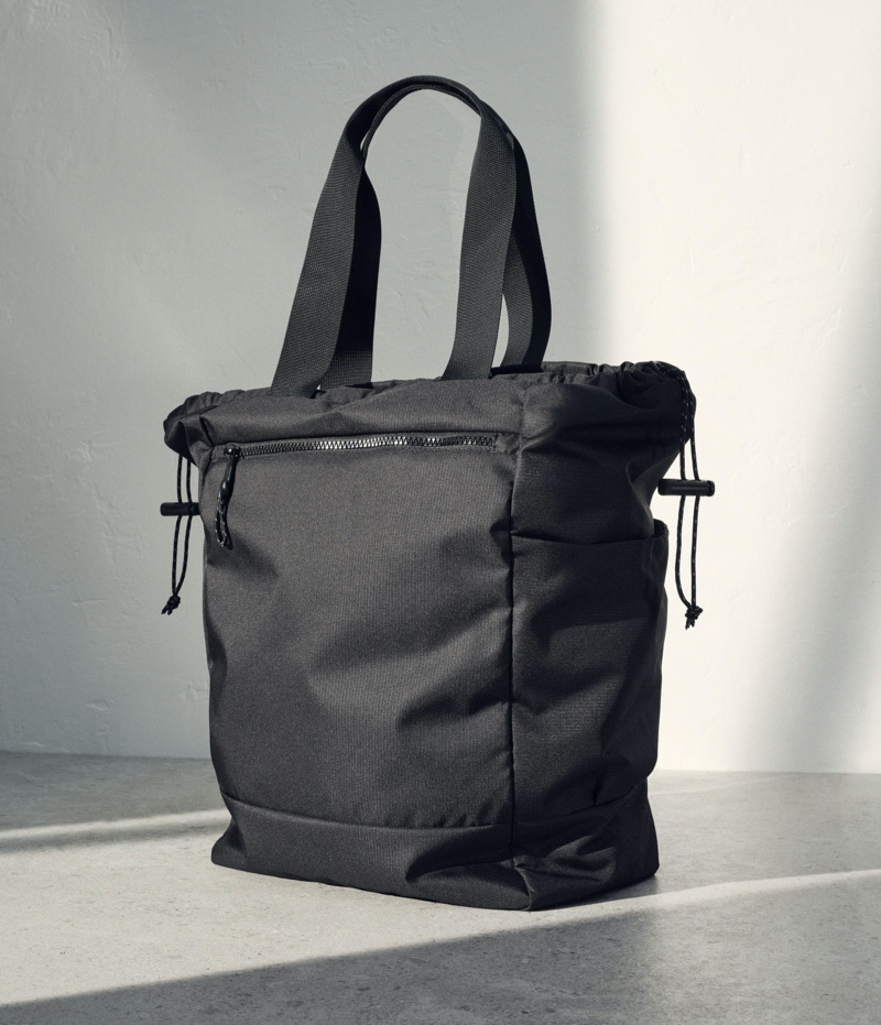 H&M delivers accessories for the man on the go with its Multifunctional bag.