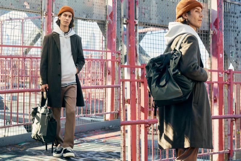 Swedish chef Fredrik Berselius carries H&M's multifunctional bag.
